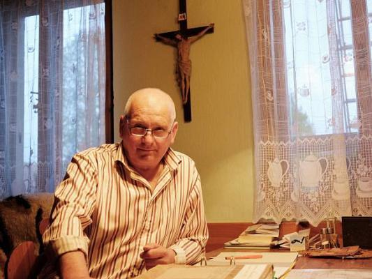 Farář Ivo Šimůnek ve své pracovně, Autor: Veronika Kučerová